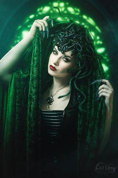 "modellaesmeralda: ""⁽ᵃᵈᵛᵉʳᵗⁱˢᵉᵐᵉⁿᵗ⁾ Medusa 🐍🐍 Photo: Lenses: Jewellery: Claws: Corset: Headdress made by me. Medusa Art, Medusa Gorgon, Medusa Tattoo, Medusa Snake, Dark Fantasy, Fantasy Art, Fantasy Images, Halloween Disfraces, Portraits"