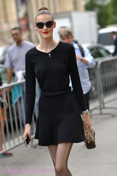 Le #topmodel #KremiOtashliyska à la sortie du défilé Chanel. Reportage photo Studio Bain de Lumière#offduty #streetstyle #PFW#fashionweek