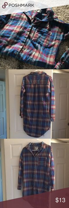 Vans flannel size medium long shirt/dress Vans flannel. Size medium. Long shirt or dress, wears fitted. With pockets. Worn with material piling. Not my style. Make me an offer! Vans Tops Tees - Long Sleeve