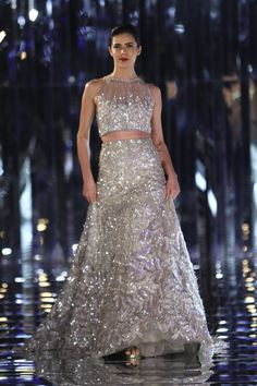 Glam-Chic Manish Malhotra Braut-Kollektion bei 2017 India Couture Week Fashion Show , , Sammlung, Indian Wedding Outfits, Bridal Outfits, Indian Outfits, Bridal Dresses, Reception Dresses, Indian Weddings, Manish Malhotra Lehenga, Mode Bollywood, Bollywood Fashion