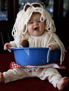 Wool spaghetti costume Diy Halloween, Halloween Bebes, Halloween Clothes, Toddler Halloween, Halloween Tricks, Halloween Stuff, Vintage Halloween, Happy Halloween, Creative Costumes