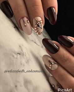 If you are getting ready for the holidays by painting a winter wonderland on your nails, these Cutest Christmas Nail Art DIY Ideas will surely give you a cheerful Christmas season this year. Xmas Nails, New Year's Nails, Holiday Nails, Neon Nails, Yellow Nails, Trendy Nails, Cute Nails, New Years Nail Designs, New Years Eve Nails