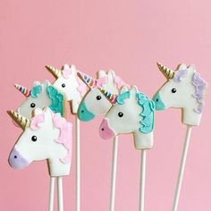 Giddy up girls!! These little uni friends are the perfect party treat or cake topper don't you think.  Top work by @bakedideas  #unicorn #unicornparty #icedcookies #dessert #desserttable #caketopper #cookiepops