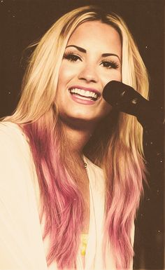 Demi Lovato with pink dip dye!:))