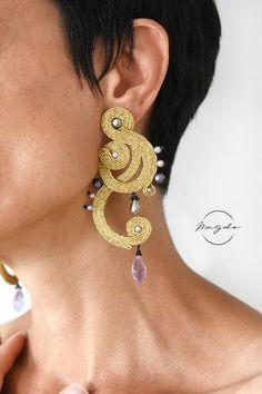 Soutache earrings in gold, long curved earrings, gold hoop earrings, treble clef earrings, music gif Gold Hoop Earrings, Unique Earrings, Gold Hoops, Drop Earrings, 65th Birthday Party Ideas, Soutache Necklace, Music Gifts, Jewelry Art, Brooch