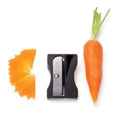 鉛筆を削るように、野菜の皮が剥ける「Karoto - Sharpener & peeler」