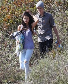 We all know that Selena Gomez is Justin Bieber's girlfriend, and the young celebrity couple love to spend time together in many different ways. Recently, Selena Gomez was spotted spending her time with Justin Bieber in a park. The young celebrity couple was having a picnic there. It seems that Selena Gomez and Justin Bieber were trying to get away from the crowd so that they can enjoy a quiet and relaxing time together. However, it seems that it is not easy for them to get away from the…