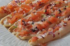 ¿Has probado alguna vez los espárragos rellenos de salmón? Si nunca los has preparado te voy a enseñar la Canapes, Bruschetta, Cantaloupe, Food And Drink, Menu, Cooking Recipes, Fruit, Ethnic Recipes, Savory Snacks
