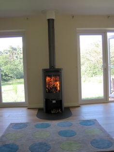 Contura 510 in a modern, light and airy bungalow setting. Poujoulat flue and Contura 'tongue' hearth in the same colour as the stove