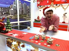 Make the perfect English Trifle dessert with fruits Christmas Drinks, Christmas Cooking, Christmas Recipes, Tube, Christmas Kitchen, Holiday Alcoholic Drinks