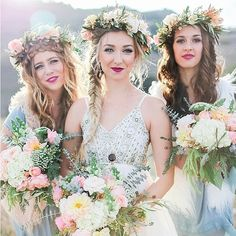 @weddingchicks is signing out, but we're leaving these three beauties for you too ooh and ahh over! So much is still in store for you after these gorgeous bridesmaids so make sure to FOLLOW. PC: @natalieschuttartandphoto #bridesmaids #crowns #flowers #bouquets #watercolor