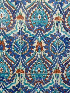 Rüstem Paşa Camii – Balcony West Gallery – Yukarı Batı Galerisi – Hatayi Motif.                                                                                                                                                                                 More Turkish Art, Turkish Tiles, Portuguese Tiles, Moroccan Tiles, Pottery Studio, Pottery Art, Ceramic Pottery, Slab Pottery, Ceramic Mugs