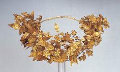 Ancient Greek Queen Crown The macedonian queens wreath – Laurel Wreath İdeas. Crown Crafts, Diy Crown, Ancient Greek Art, Queen Crown, Laurel Wreath, Alexander The Great, Historian, Beautiful Flowers, Wreaths