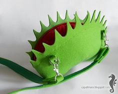 Fly trap bag - felt - venus flytrap - oryginal purse - handbag - like a plant - for woman on Etsy, Sold Poison Ivy Cosplay, Posion Ivy Costume, Poison Ivy Costume Diy, Diy Costumes, Cosplay Costumes, Costume Ideas, Woman Costumes, Adult Costumes, Halloween Cosplay
