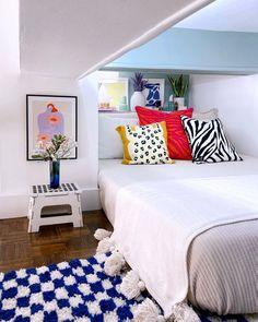 maximalist kids room Small Room Bedroom, Bedroom Decor, Bedroom Ideas, Nyc Studio Apartments, Best Bedroom Paint Colors, Built In Bookcase, Bookcases, Hotel Interiors, Kids Room Design