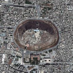 La ciudadela de Aleppo, Palacio fortificado medieval, Aleppo, Siria Fotografia por satelite tomada el 26.05.2013 por Digital Globe.
