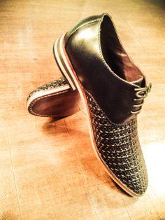 Zapatos de petate trenzado a mano para el Sr. Enrique Acuña.