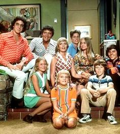 The Brady Bunch. I LOVE & STILL watch The Brady Bunch! I would get home from school and watch it the brady bunch and bewitched 70s Tv Shows, Old Shows, Movies And Tv Shows, The Brady Bunch, Fashion Documentaries, Hey Joe, Celebrity Updates, My Childhood Memories, Childhood Movies