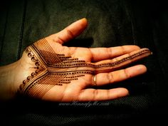 Sharing my latest design Combination of two things that I love. Straight lines and untraditional henna designs. Hope everybody has a great weekend! Tribal Henna Designs, Hena Designs, Latest Henna Designs, Henna Tattoo Designs Simple, Stylish Mehndi Designs, Mehndi Designs For Girls, Mehndi Design Photos, Mehndi Designs For Fingers, Mehndi Art Designs