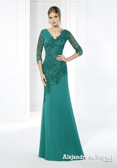 Custom-made suits collection 2016 Elegant designs to suit you, in powdered color… Evening Dresses With Sleeves, Evening Gowns, Bridesmaid Dresses, Prom Dresses, Wedding Dresses, Custom Made Suits, Mother Of The Bride Dresses Long, Mom Dress, Beautiful Dresses