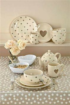 POLKA DOTS~Hearts & Polka dotted tableware.