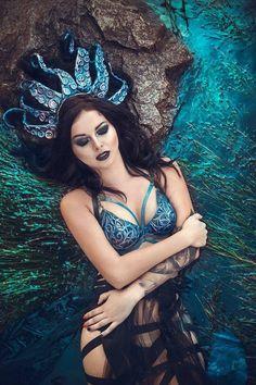 Dark mermaid crown with tentacles fantasy tiara seashell crown mermaid headpiece ursulla sea witch cosplay dark fairy costume - Dark Mermaid, Mermaid Bra, Mermaid Crown, Mermaid Style, Dark Fairy Costume, Siren Costume, Sea Witch Costume, Evil Mermaids, Fantasy Mermaids