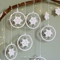 Best 12 crochet patterns in thread – SkillOfKing.Com – SkillOfKing.Com Winter Wedding Decorations, Christmas Decorations, Crochet Mandela, Christmas Crochet Patterns, Crochet Christmas, First Christmas Ornament, Crochet Winter, Granny Square Crochet Pattern, Diy Wall Art