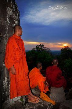 Buddhist monks - sunset at Bakheng Hill, Cambodia
