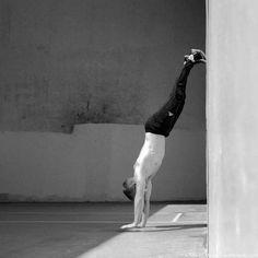 Handstand lernen Handstand Training, Rock Climbing Training, Functional Training, Calisthenics, Ballet Shoes, Health Fitness, Yoga, Workout, Sport