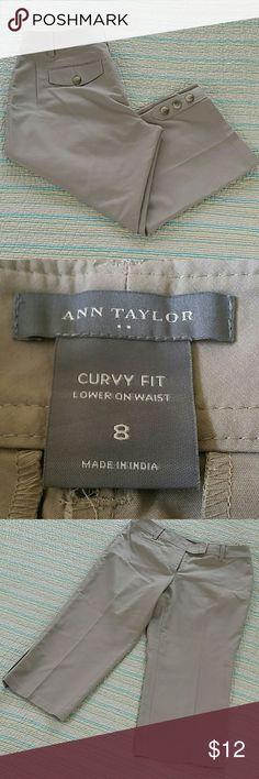 Ann Taylor Sz 8 Curvy Beige Khaki Cropped Stretchy Ann Taylor Sz 8 Curvy Beige Khaki Cropped Stretchy Cotton Capri Pant Lower Waist Ann Taylor Pants Ankle & Cropped