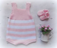 This Pin was discovered by Şek Baby Knitting Patterns, Baby Girl Patterns, Knitting For Kids, Tricot Baby, Knitted Romper, Baby Alive, Baby Pants, Crochet Fashion, Cool Baby Stuff
