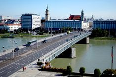The Linz Nibelungen Bridge over the Danube. View from Urfahr towards the main square. Heart Of Europe, Danube River, Hotels, Vienna, Hungary, Places Ive Been, Skiing, Building, Pictures