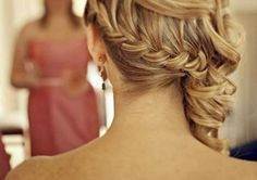 @amanda McNamara  I can see you with this style for my wedding!