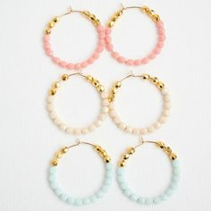 Pastel and Gold Beaded Hoops por NestPrettyThingsShop en Etsy Bead Jewellery, Beaded Jewelry, Beaded Necklace, Beaded Bracelets, Simple Jewelry, Cute Jewelry, Diy Jewelry, Jewlery, Diy Schmuck