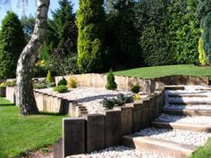 How to build a retaining wall with railway sleepers (sloped backyard landscaping how to build) Building A Retaining Wall, Garden Retaining Wall, Landscaping Retaining Walls, Hillside Landscaping, Landscaping With Rocks, Landscaping Ideas, Sleeper Retaining Wall, Retaining Wall With Steps, Railroad Tie Retaining Wall