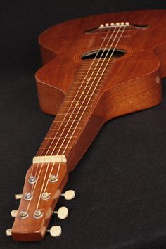 No serial A completely original and unmodified Weissenborn Style 1 Its rare to encou Banjo, Ukulele, Lap Steel Guitar, Slide Guitar, Guitar Shop, Guitar Building, Vintage Hawaiian, Vintage Music, Mandolin
