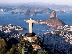Rio de Janeiro, Brasil - A Copa do Mundo de 2014 e os Jogos Olímpicos de 2016 estão chegando, e o Rio de Janeiro se prepara pouco a pouco para estar sob os holofotes do planeta. Enquanto os estrangeiros do mundo inteiro visitarão a cidade durante esses grandes eventos, nós brasileiros temos a chance de visitar a Cidade Maravilhosa e suas belas praias antes da chegada do grande fluxo de turistas Foto: Visit Brasil