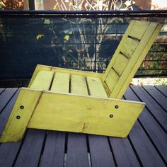 Deze ligstoel SÃO RAFAEL is een origineel concept geïnspireerd door de Braziliaanse meubeldesign. Haar sleekness contrasteert de vintage industriële look met moderne, schone lijnen. Deze stoel is een Adirondack op steroïden. Het is ongelooflijk solide en zwaar en doet niet wiebelen als meest dun adirondack stoelen van dunne planken gemaakt. Deze stoel is gemaakt van 100% teruggewonnen, 1.5 dikke stukken van massief hout van een gedemonteerde dek. Ik kan het met of zonder afwerking of elke…