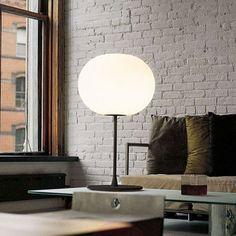 Faisant partie de la populaire série Glo-Ball, le Glo-Ball T de @flosnorthamerica a été créé en 1998 par l'artiste Jasper Morrison pour invoquer le calme radieux d'une pleine lune. Petit rappel que notre salle de montre n'est présentement pas accessible au particuliers. Nous sommes ouvert et accessible aux professionnels! Visitez notre site web Le Studio Luminaires pour plus de détails. Unique Table Lamps, Glass Diffuser, White Light, Jasper Morrison, Glow, It Cast, Bulb, Site Web, Steel