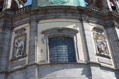La Basílica Pontificia de San Miguel también conocida como Basílica de San Miguel es una de las más interesantes iglesias de Madrid, a pesar de sus…. http://www.rutasconhistoria.es/loc/basilica-de-san-miguel