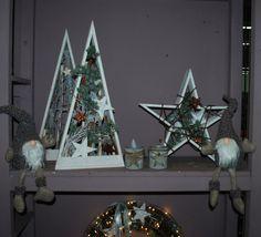 Holzsterne, Pyramiden mit Materialien aus der Natur und hinterlegt mit einer Lichterkette. Tolle Weihnachtsdeko