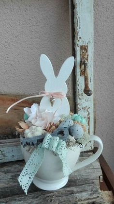 good little arrangement to put in an easter cone Egg Crafts, Easter Crafts, Diy And Crafts, Hoppy Easter, Easter Bunny, Easter Eggs, Spring Crafts, Holiday Crafts, Easter 2020