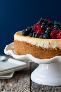 Lemon Cheesecake with Fresh Berries | mybakingaddiction.com