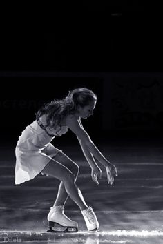 Character Aesthetic, Aesthetic Photo, Aesthetic Pictures, Ice Skaters, Ice Dance, Skating Dresses, Poses, Roller Skating, Pose Reference