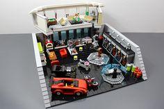 """LEGO - Iron Man """"Tony Stark's Lab."""""""