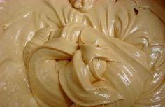 A Cobertura de Mousse de Doce de Leite é deliciosa e consistente. Você pode usá-lo com bico de confeitar e fazer decorações lindas e deliciosas. Use e abus