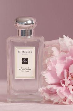 Jo Malone London Peony & Blush Wildleder Köln - Wish List - perfume Best Perfume, Perfume Oils, Perfume Bottles, Lovely Perfume, Patchouli Perfume, Perfume Scents, Perfume Glamour, Perfume Hermes, Dior Perfume