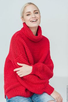 Купить или заказать объемный свитер с медведем в интернет-магазине на Ярмарке Мастеров. Объемный свитре с брошкой 'медведь' Объемные свитера крупной вязки как никогда популярны в этом сезоне. Свитера оверсайз, выполнен из полушерси. Теплый, не колет и не раздражает вашу кожу. По вашему желанию свитер можно выполнить в другом цвете, но только в таком размере. P.S. В магазине продаются только готовые изделия. Индивидуальные заказы не принимаю.