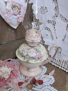Shabby Chic Crafts, Shabby Chic Cottage, Shabby Chic Style, Vintage Lamps, Shabby Vintage, Vintage Decorations, Pink Palace, Cd Art, Hurricane Lamps