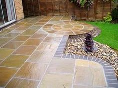 You could try this out billed patio paving ideas Backyard Design, Diy Stone Patio, Patio Flooring, Small Garden Design, Patio Tiles, Paving Ideas, Patio Design